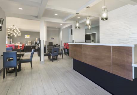 Hotel 1550 - Front Desk